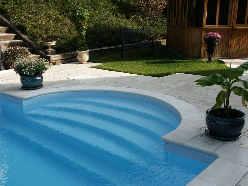 Margelle de piscine bourgogne 40 x 60 x 4 cm en pierre for Dalle piscine
